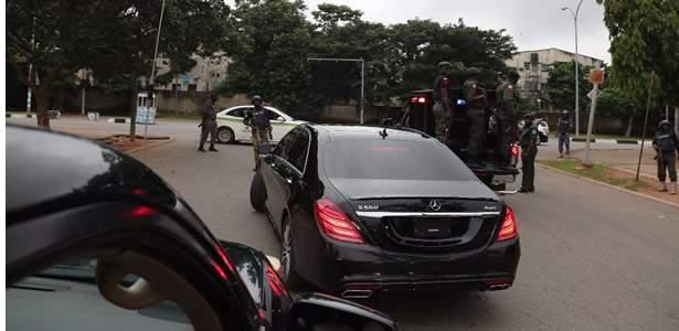 Police storm Saraki's home in Abuja, prevent him from honoring IG's invitation