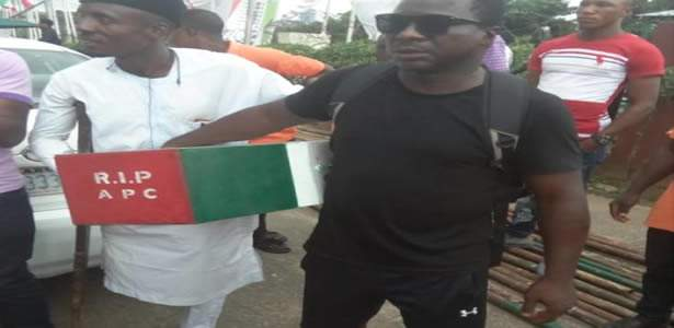 Man who trekked against Buhari arrives Abuja 34 days after, endorses Atiku